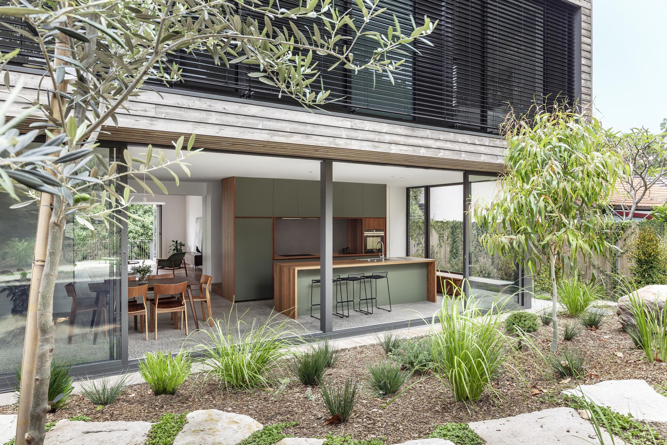 Cooks River House_studioplusthree_03_TomFerguson.jpg