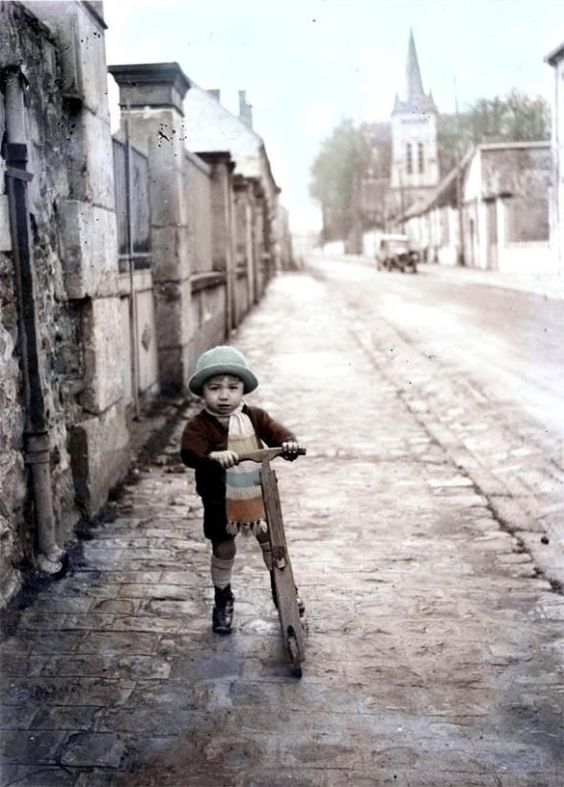 Scootering: a traditional mode of transport in Paris for toddlers, teens and grown-ups. Unable to source photo origin.