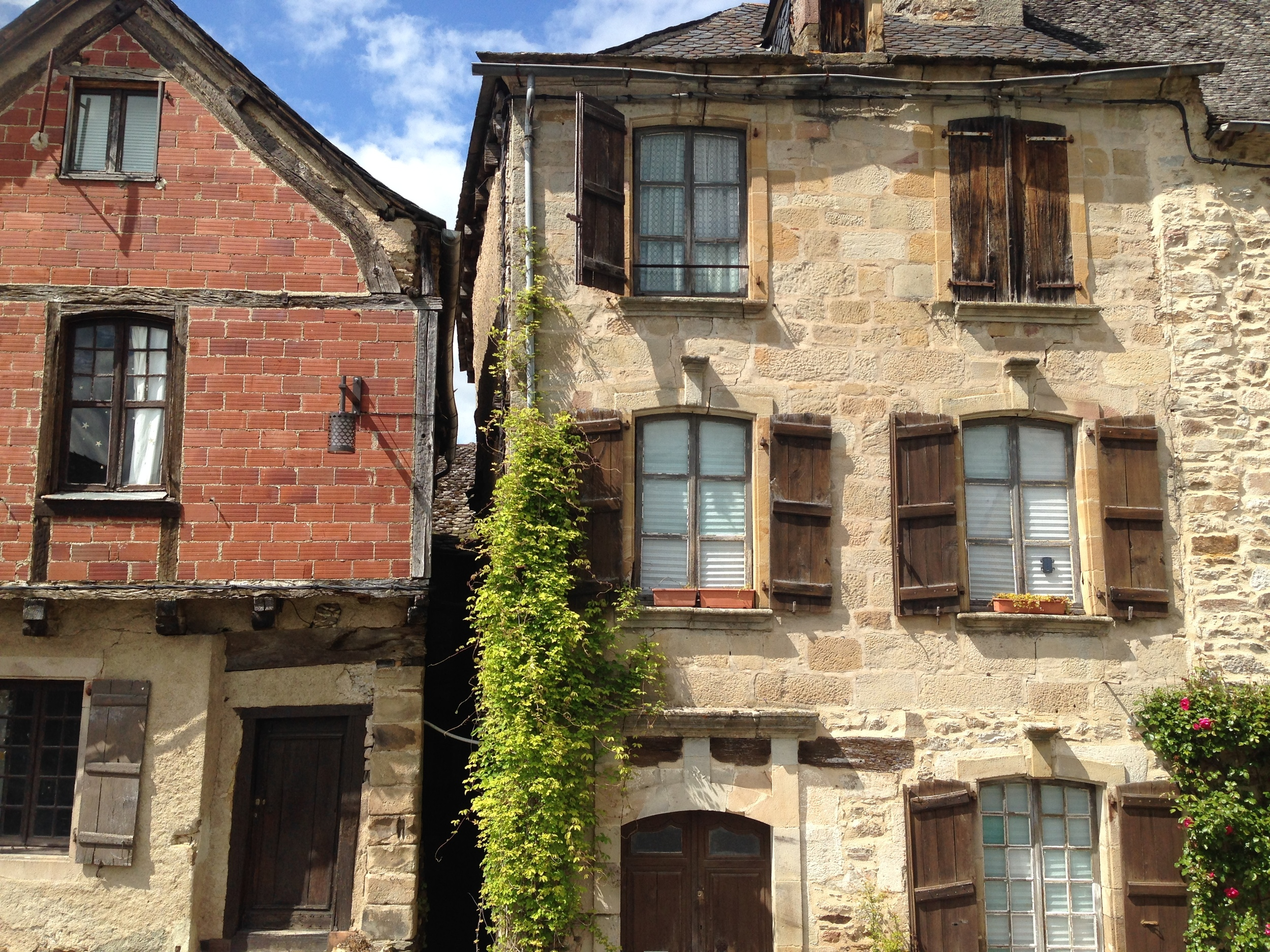 Triple story townhouse, Najac