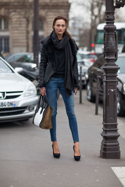 School-run fashion in Paris. Image via  stylecarrot.com