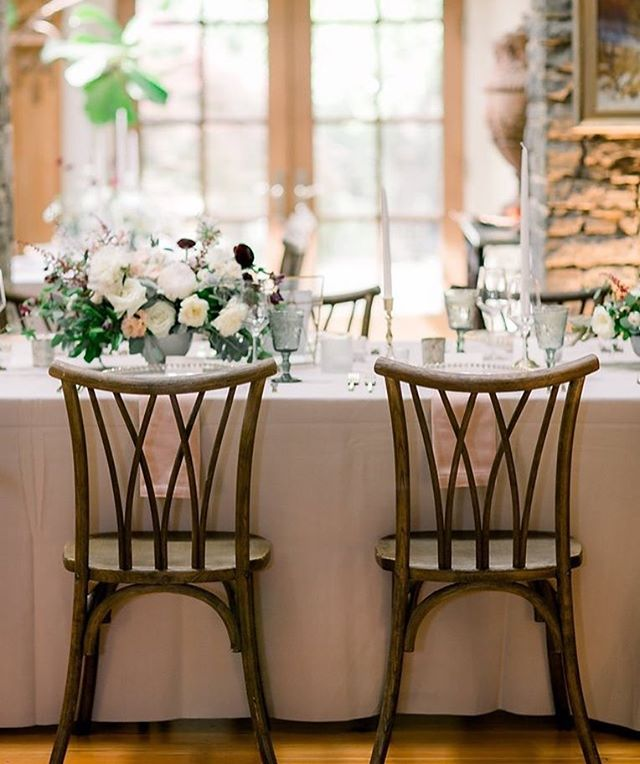 Chairs are an important design element for an event because there are typically SO many of them! Right?!!! I love this chair from @libertypartyrental.  When all of the hard elements are right, the flowers can shine even more!! ✨ . . Image @meghanpremuda  Event planning & design @velourevents  Flowers by #vintagefloralsinc