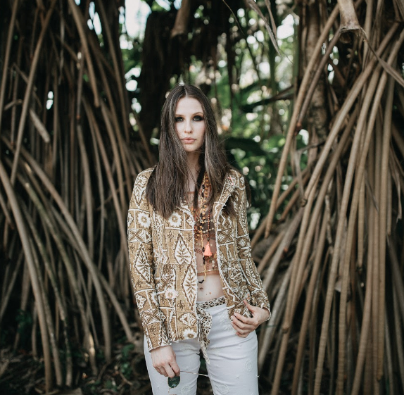 MODERN LUXURY HAWAII: HAUTE HERITAGE - Maui-based designer Lisa Cabrinha delivers a new line of chic, island-inspired clothing with her brand ANNACOCO.