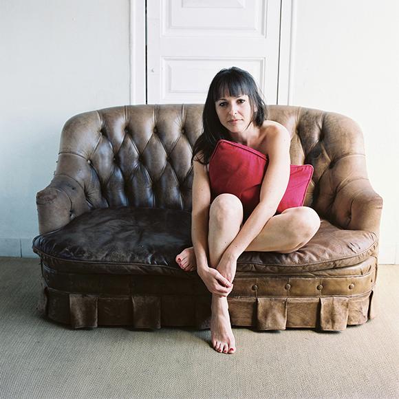 06.en mi sofa.jpg