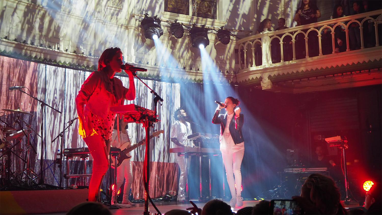 Tegan-and-Sara-Paradiso-lights-Amsterdam-The-Wong-Janice.jpg