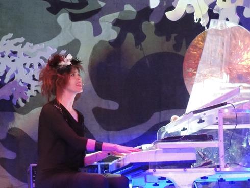 Imogen-Heap-piano-THE-WONG-JANICE.jpg