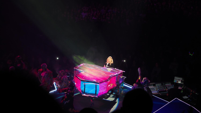 Lady-Gaga-Amsterdam-Ziggo-Dome-Joanne-Tour-The-Wong-Janice-music-producer-cellist-3.JPG