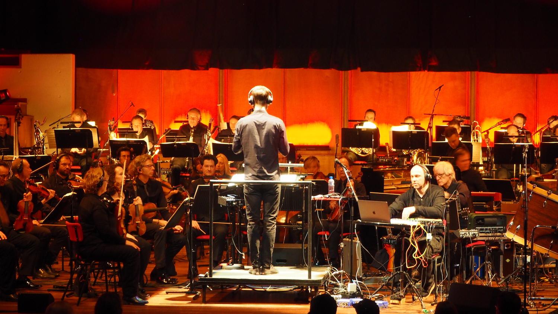 Metropole-Orkest-Henrik-Schwarz-TivoliVredenburg-Utrecht-The-Wong-Janice-music-producer-cellist-Amsterdam-close-up.JPG