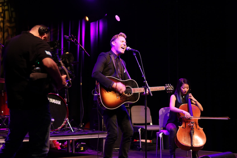 NH-Radio-Countdown-Cafe-Paul-Freeman-Heroes-The-Wong-Janice-cellist-Amsterdam-Q-factory-photographer-Jasper-Derksen.JPG