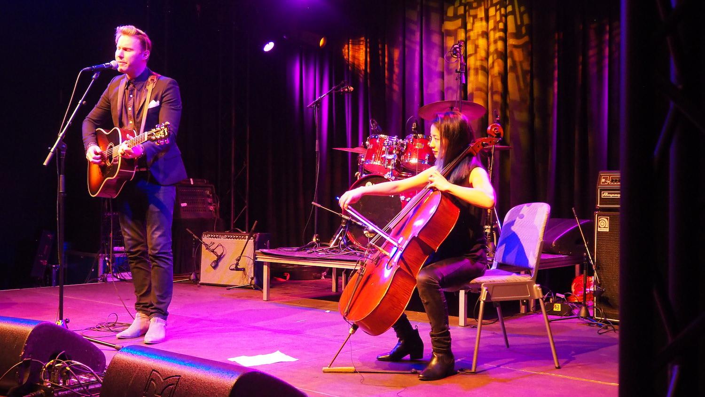 NH-Radio-Countdown-Cafe-Paul-Freeman-The-Wong-Janice-cellist-Amsterdam-1.JPG