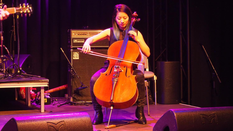 NH-Radio-Countdown-Cafe-Paul-Freeman-The-Wong-Janice-cellist-Amsterdam-3.JPG