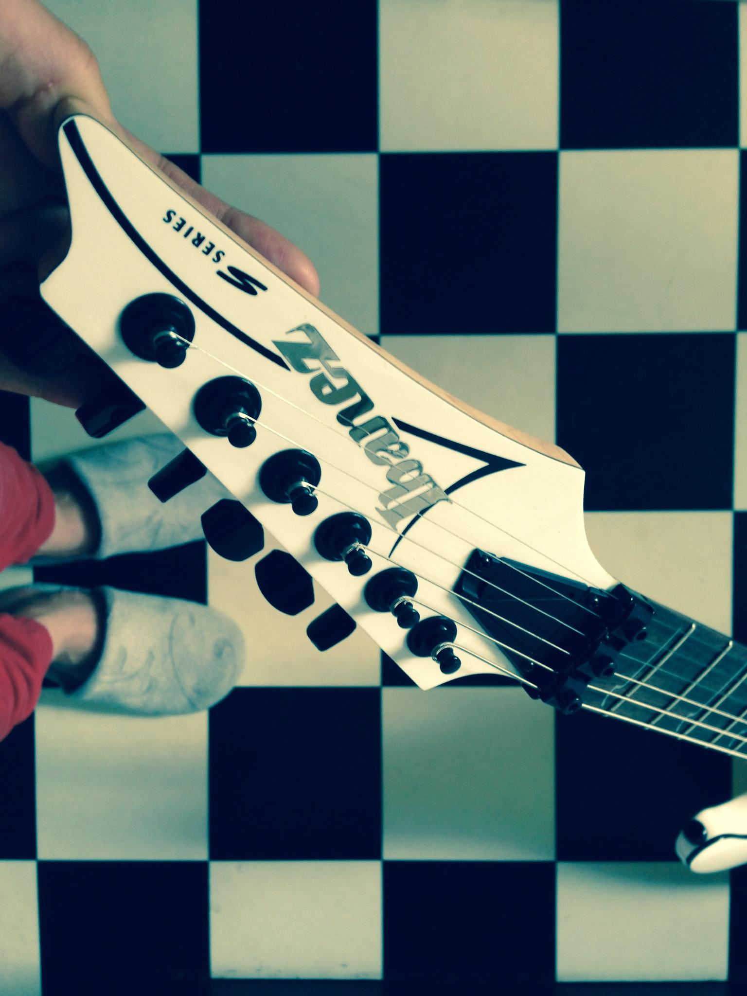 Ibanez-S-series-electric-guitar-white-model-S570B-head-The-Wong-Janice.JPG