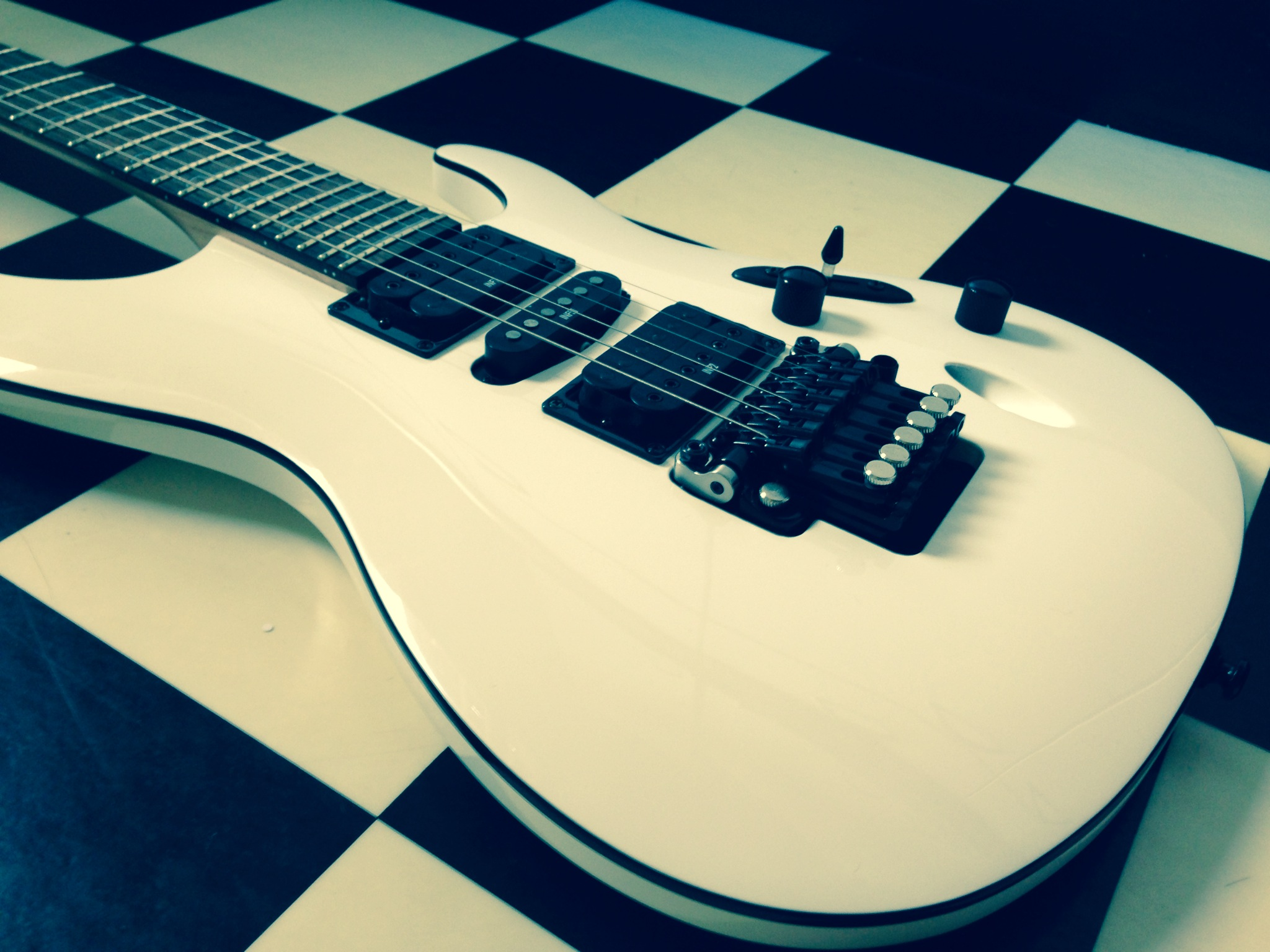 Ibanez-S-series-electric-guitar-white-model-S570B-The-Wong-Janice-3.JPG