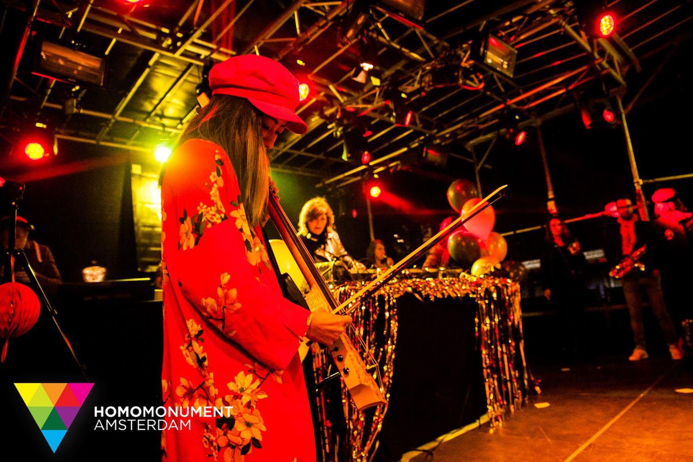 kings-night-festival-2018-homomonument-the-wong-janice-cellist-photo-by-prins-de-vos-ns-design-CR5-electric-cello-2.jpg
