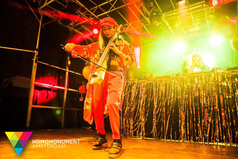 kings-night-festival-2018-homomonument-the-wong-janice-cellist-photo-by-prins-de-vos-ns-design-CR5-electric-cello-1.jpg