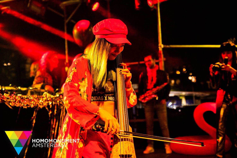 kings-night-festival-2018-homomonument-the-wong-janice-cellist-photo-by-prins-de-vos-ns-design-CR5-electric-cello-6.jpg