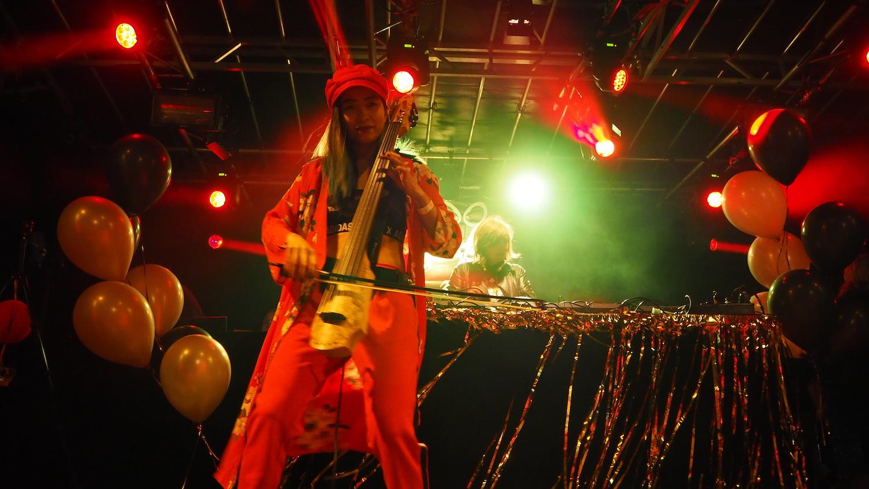 kings-night-festival-2018-homomonument-the-wong-janice-electric-cellist-ns-design-CR5-Amsterdam.JPG