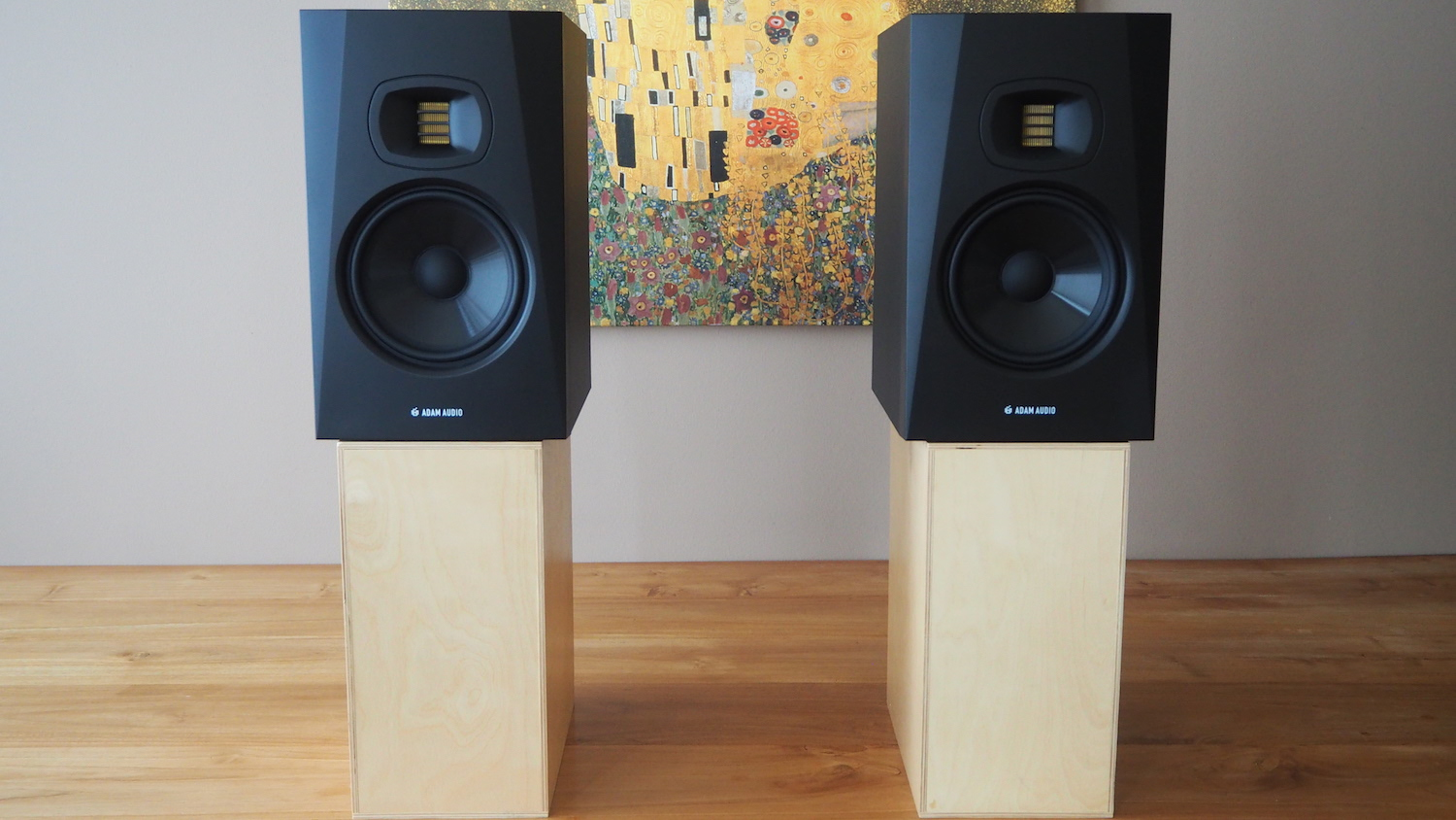 review-adam-audio-t7v-nearfield-active-studio-dj-monitor-speakers-side-by-side-the-wong-janice-cellist-music-producer-amsterdam.JPG