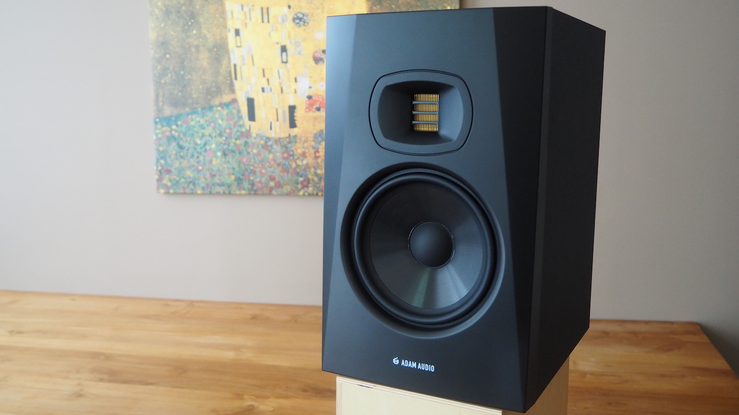 review-adam-audio-t7v-right-the-wong-janice-cellist-music-producer-amsterdam.JPG