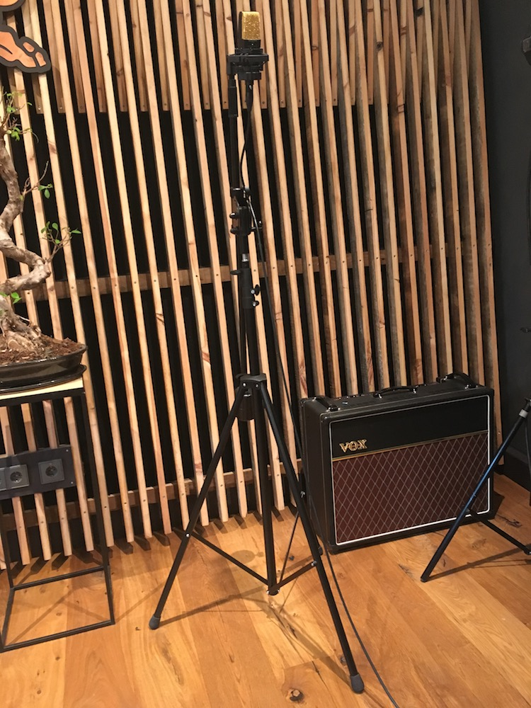 Full-Crate-featuring-Gaida-Storm-On-A-Summers-Day-Red-Bull-Music-uncut-AKG-C414-Gold-The-Wong-Janice-Amsterdam-assistant-audio-engineer.jpg