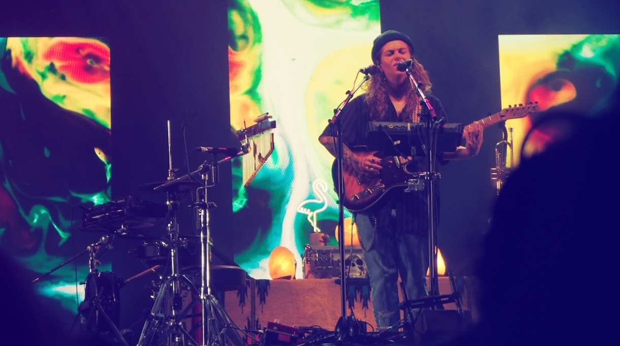 Tash-Sultana-Amsterdam-AFAS-Live-concert-review-singing-The-Wong-Janice.jpg