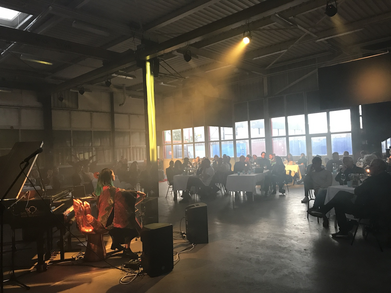 Basisklanken at Lofi, a classical-ambient dinner in a warehouse for 100 guests