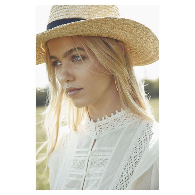 """New Work Out """"Prairie Tale""""  So much fun at a great location shooting this story with my favourite team:  The Team Styling: @rivkiestyles Hair & Makeup: @jennym_makeup Model: @_nerize at @premiermodels Shot on location at @pecksfarmshop  The Tags  #instafashion #fashion #fashionblog #fashionmodel #fashionblogger #fashioneditorial #fashionphotographer #beauty #beautyblogger #robertoaguilar  #locationphotography #fashionmodels  #lovemyjob #lovemylife #fashiontrend #springsummer #springsummerfashion #photographersunited, #instafashion #fashionista, #farm  #fashionphotography #editorialfashion, #londonphotographer #countrygirl, #farmgirl, #coverstory"""