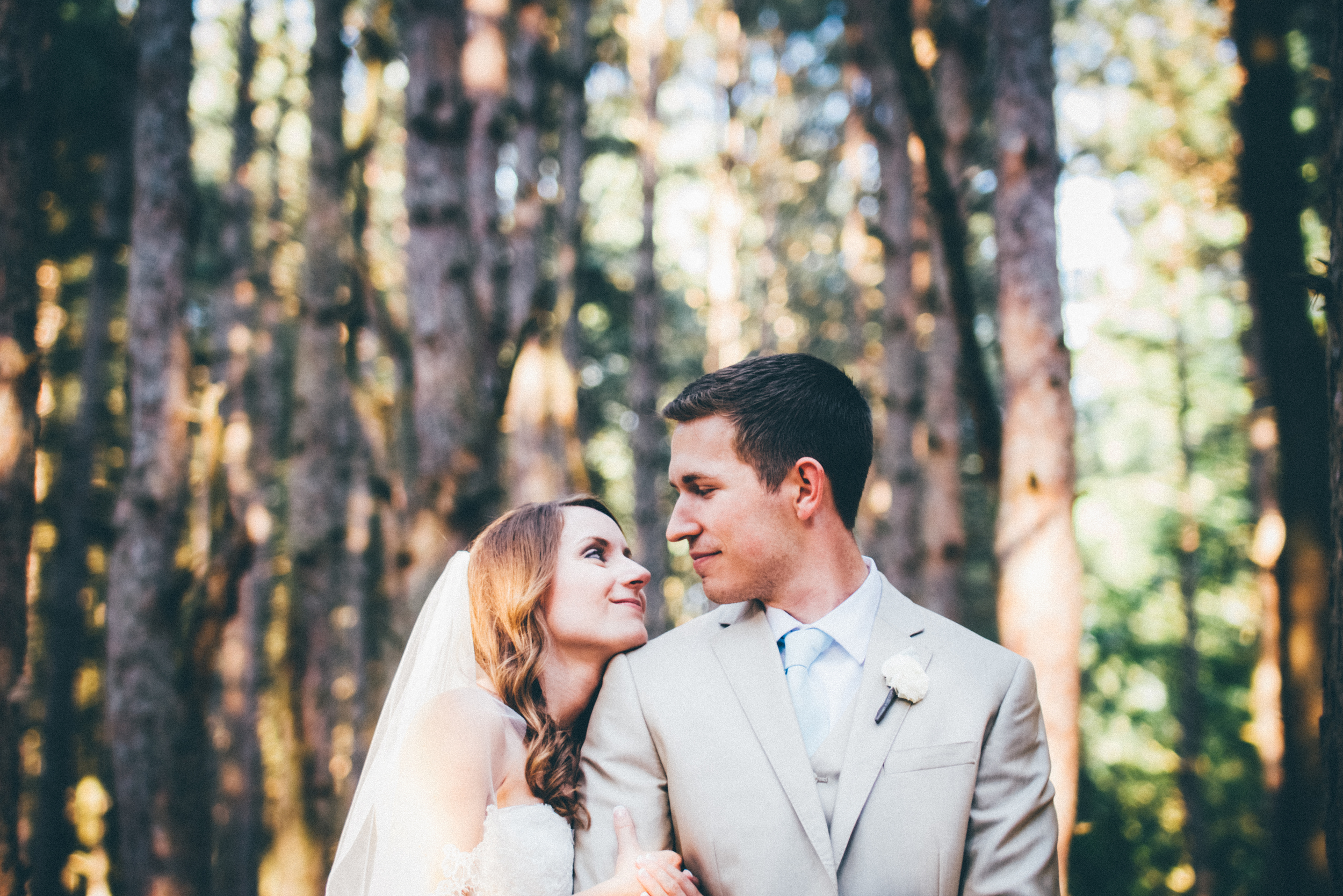 Grand-Rapids-Michigan-Wedding-Photographer-Cinematographer-Shadow-Shine-Pictures-Josh-Cassie-Teigen-Schoonmaker-005
