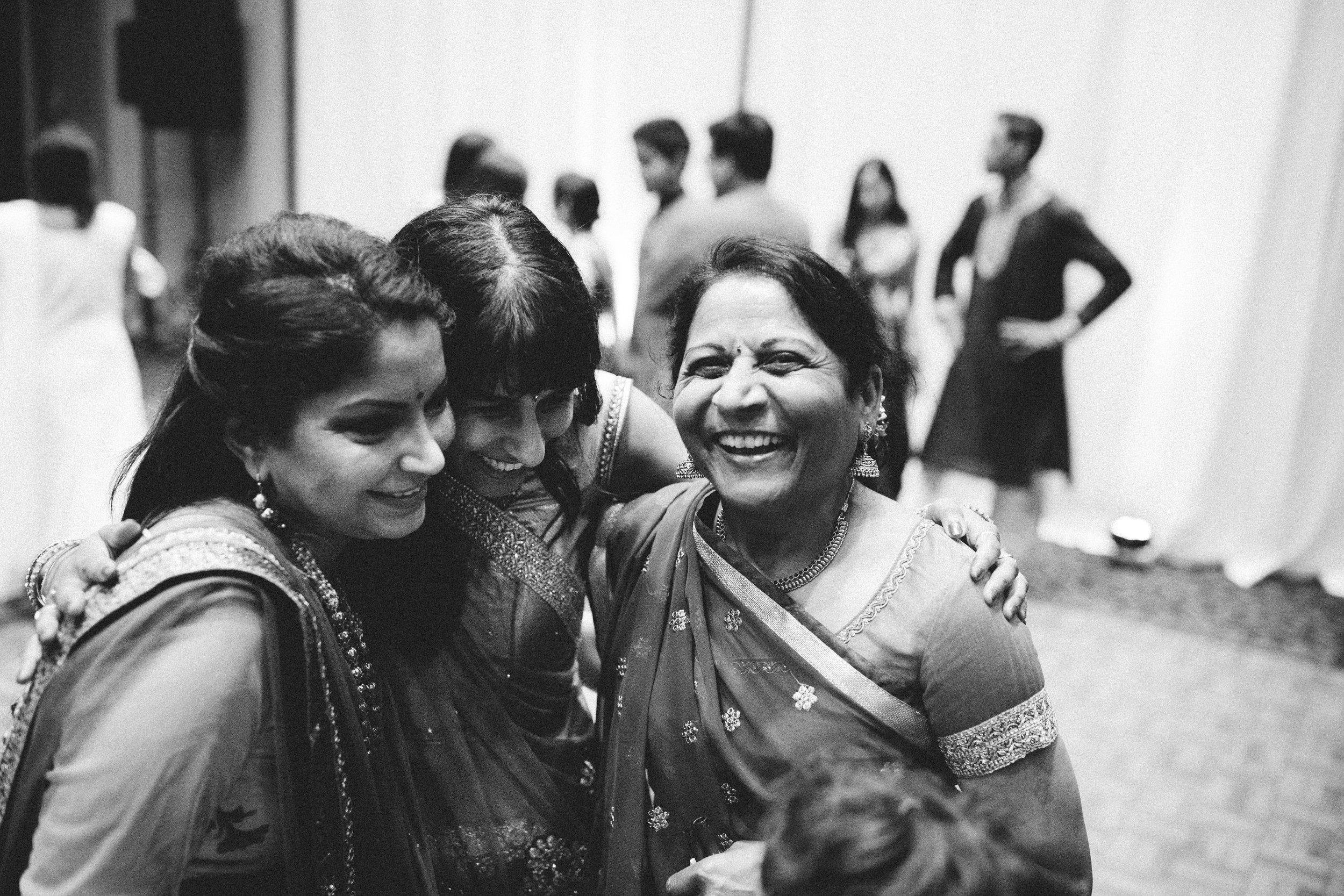 Aparna-Ankit-Patel-Shah-Detroit-Michigan-Shadow-Shine-Pictures-Photography-Indian-Videographer-Garba-Raas-Wedding