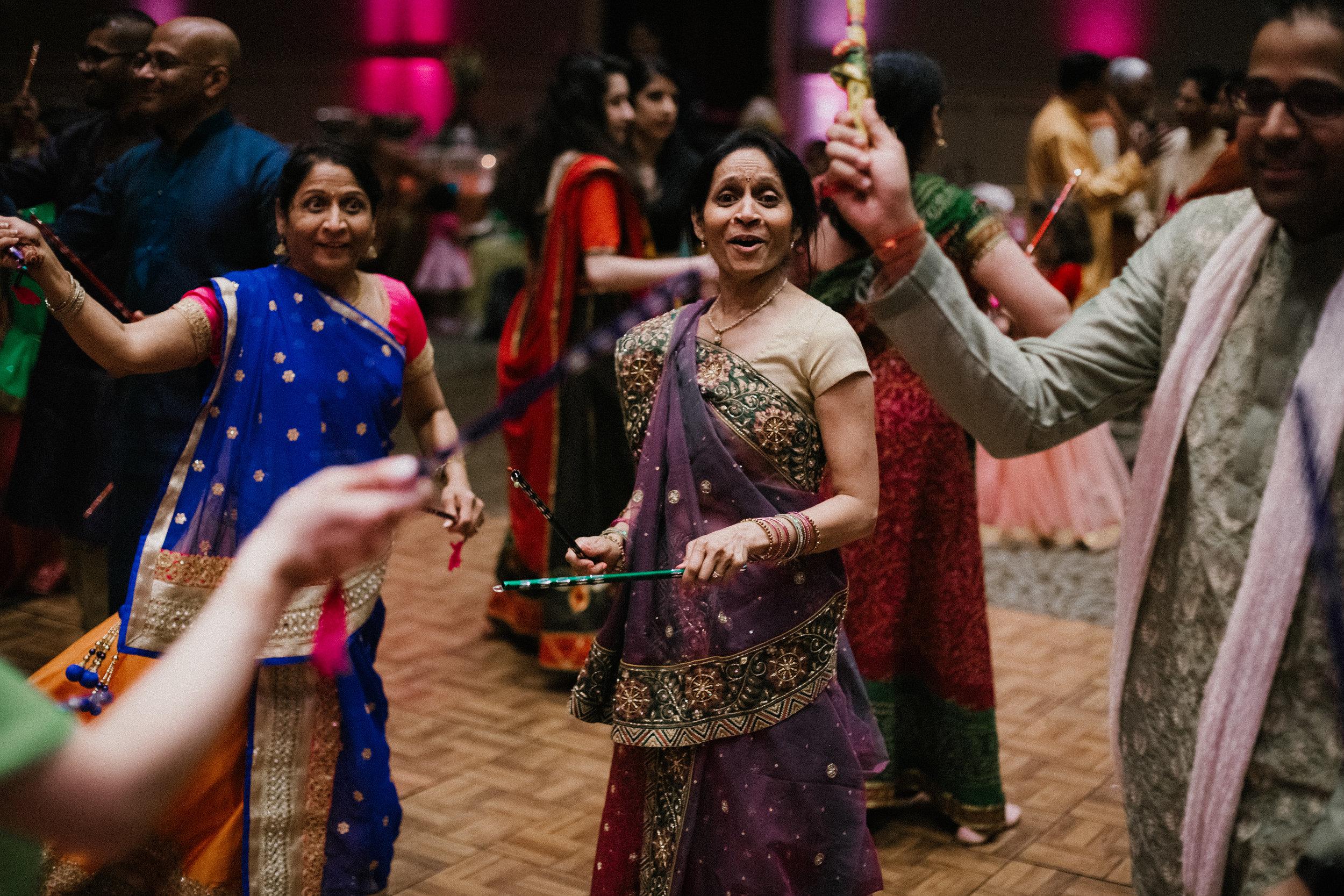 Aparna-Ankit-Patel-Shah-Detroit-Michigan-Shadow-Shine-Pictures-Photography-Indian-Mid-West-Garba-Raas