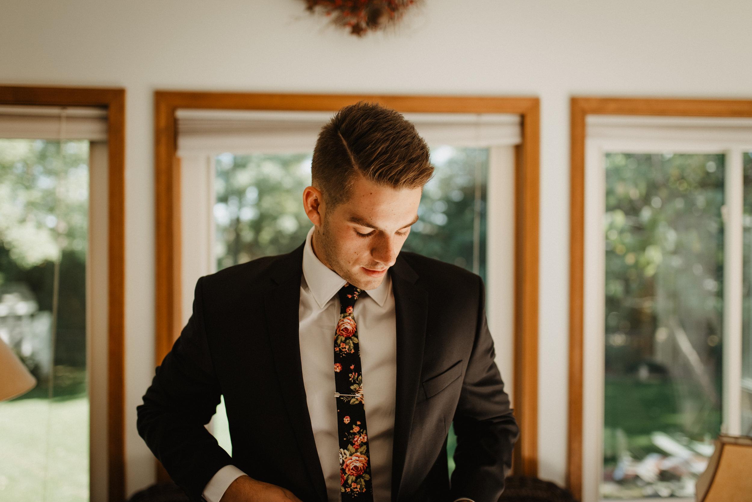 Groom-Wedding-Preparation-04