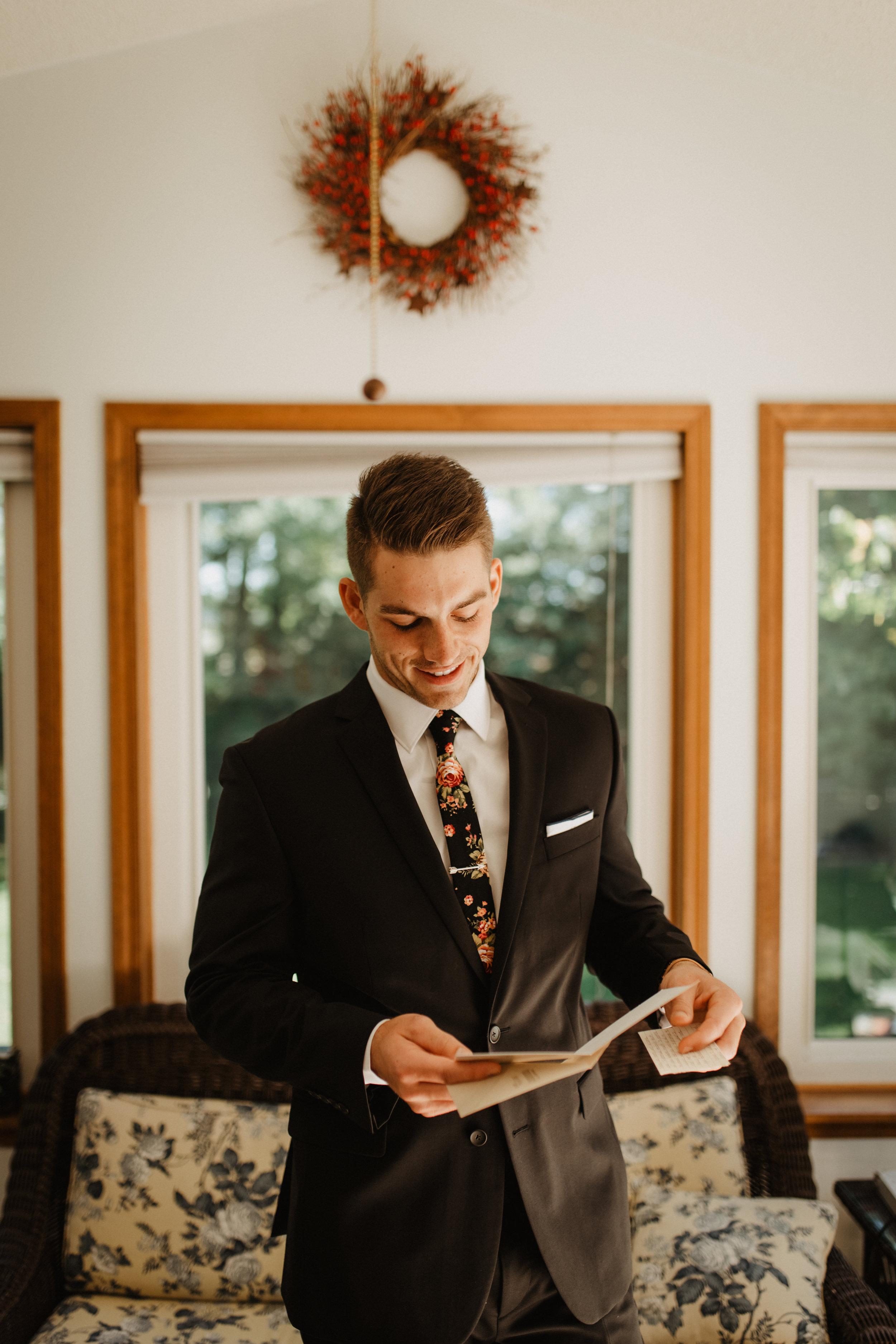 Groom-Wedding-Letter-Photo-02