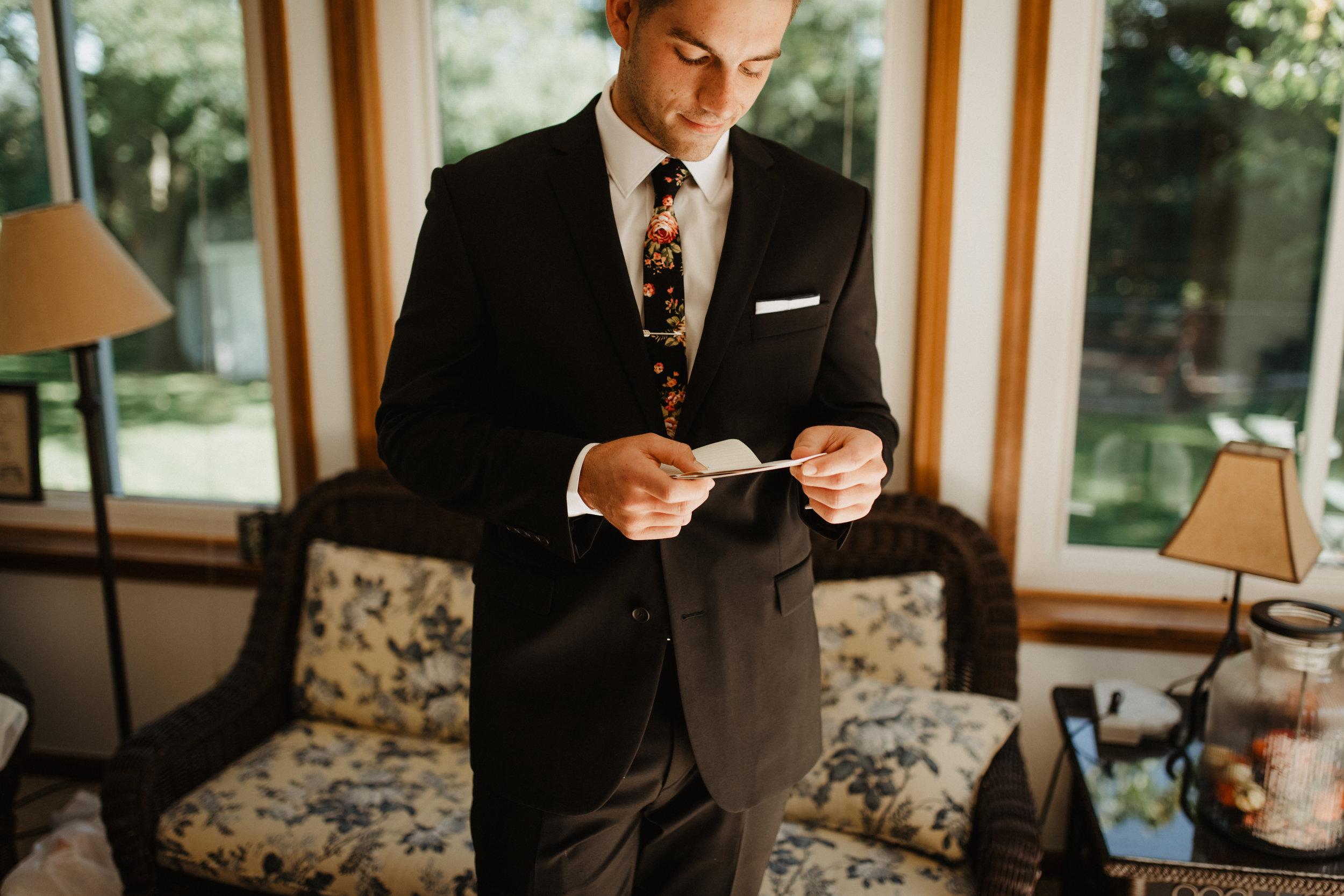 Groom-Wedding-Letter-Photo-01