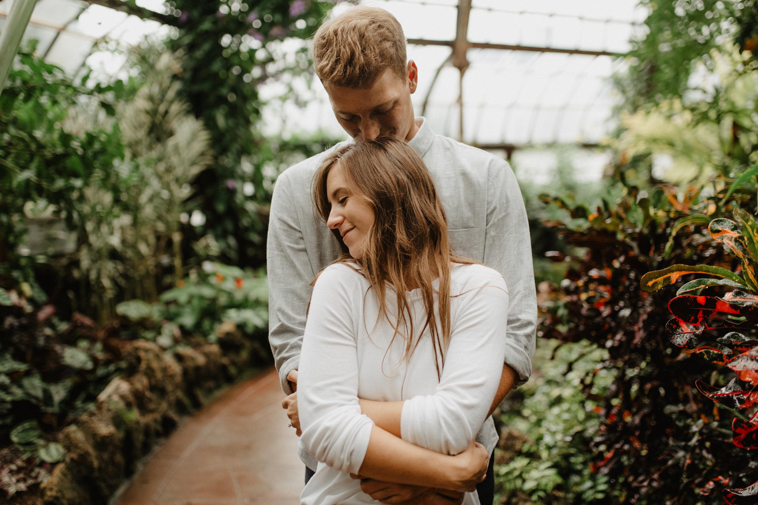 Taryn-Zak-Lincoln-Park-Conservatory-Engagement-22