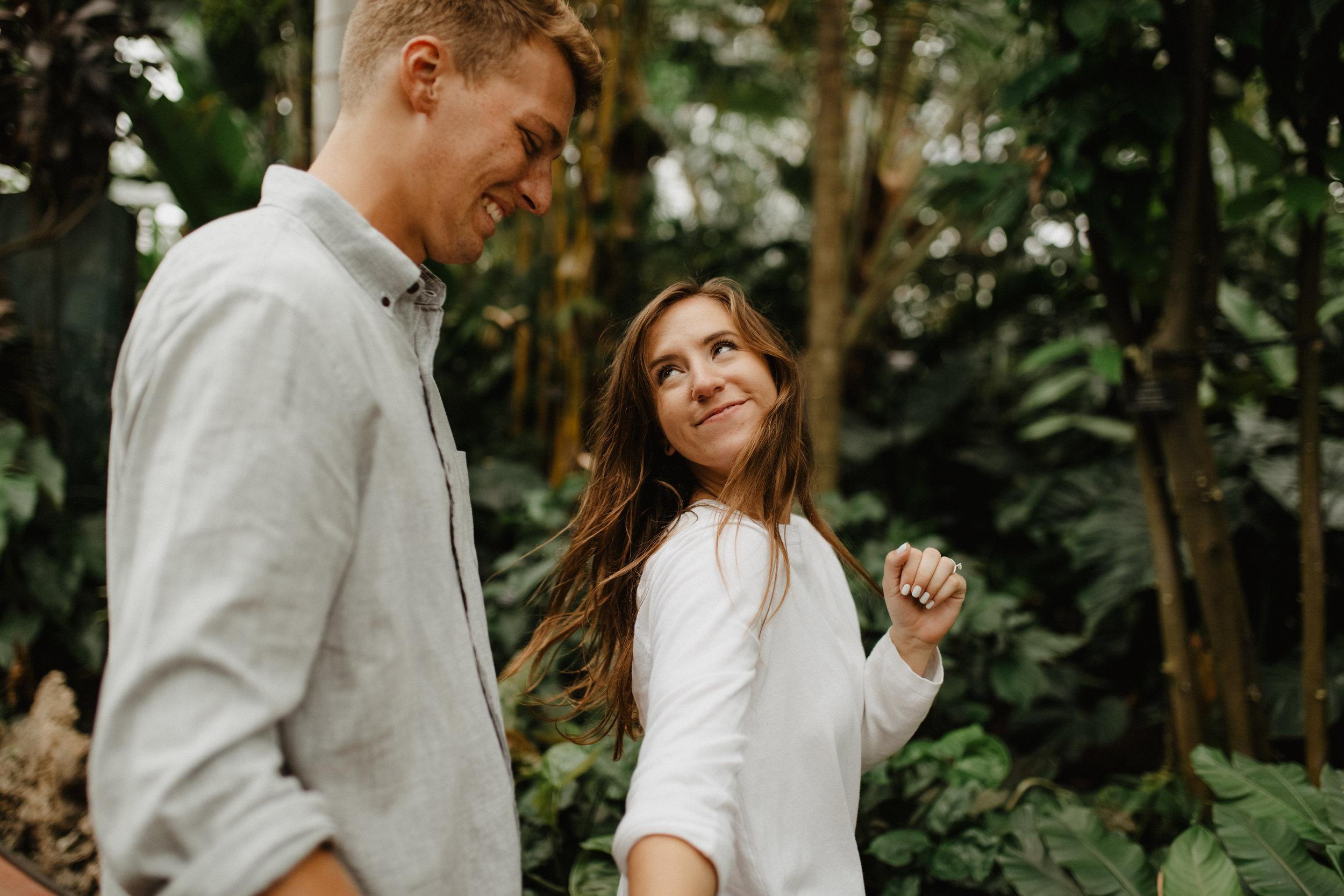 Taryn-Zak-Lincoln-Park-Conservatory-Engagement-28