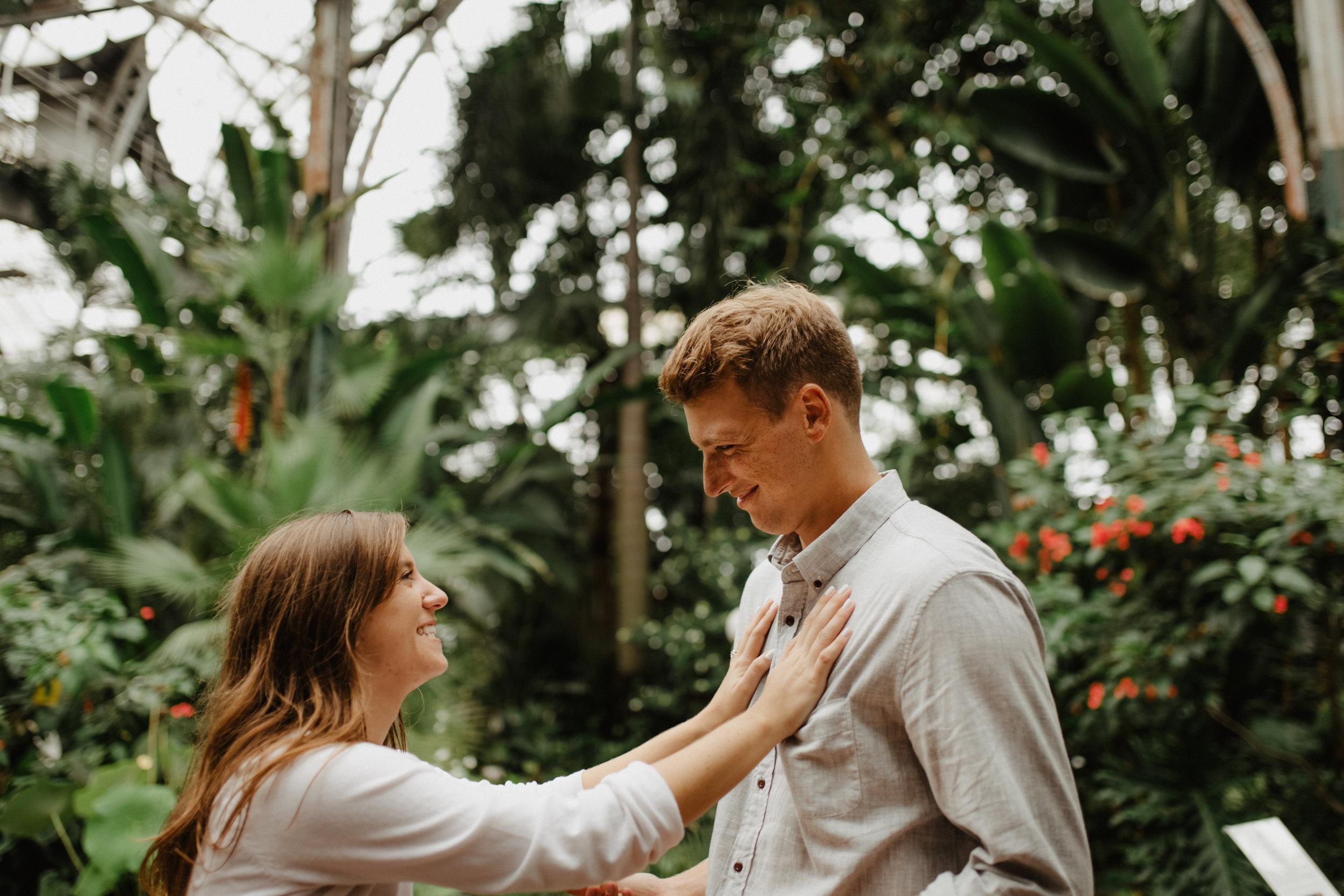 Taryn-Zak-Lincoln-Park-Conservatory-Engagement-29