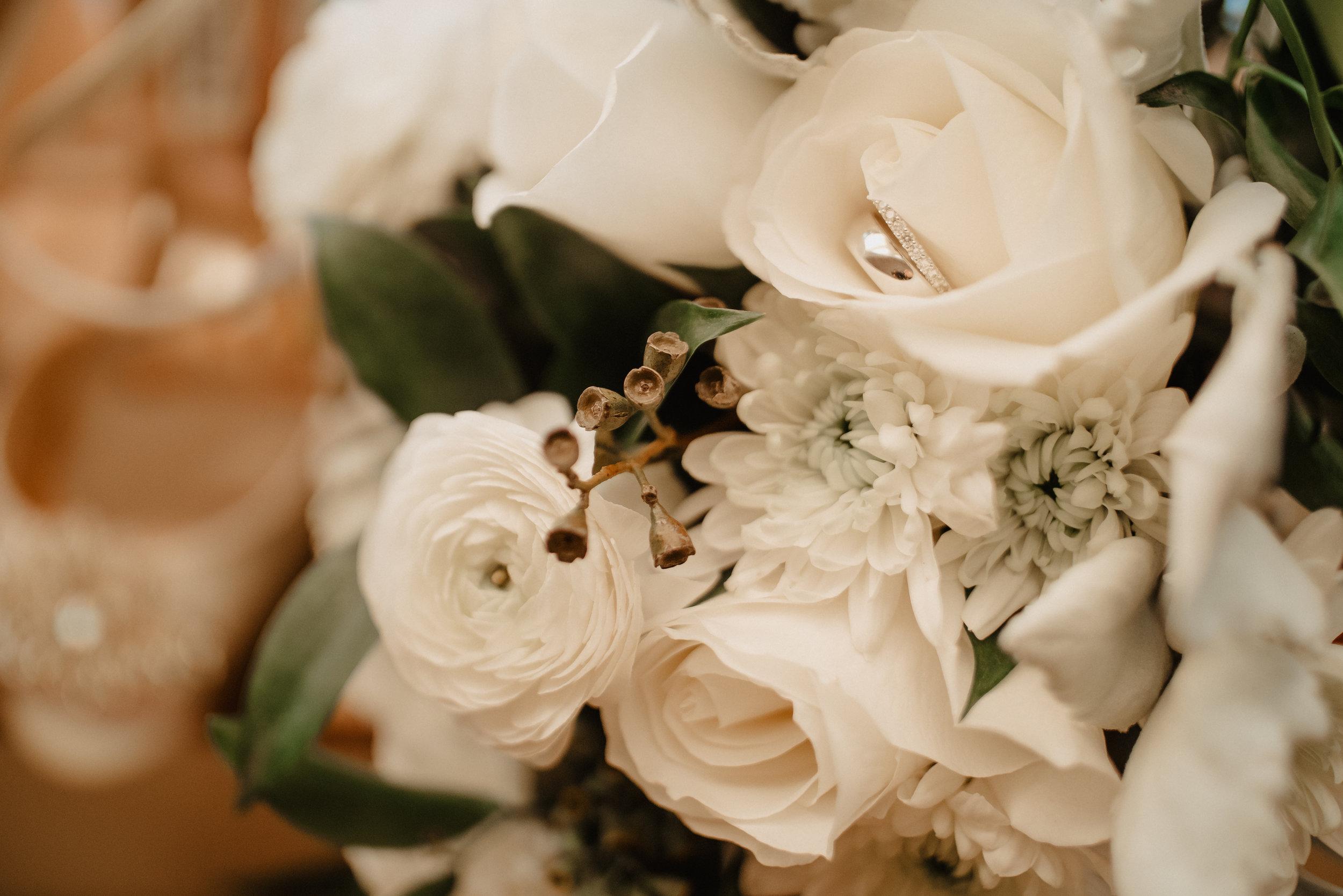 Janet-Alex-South-Michigan-Wedding-Floral-02