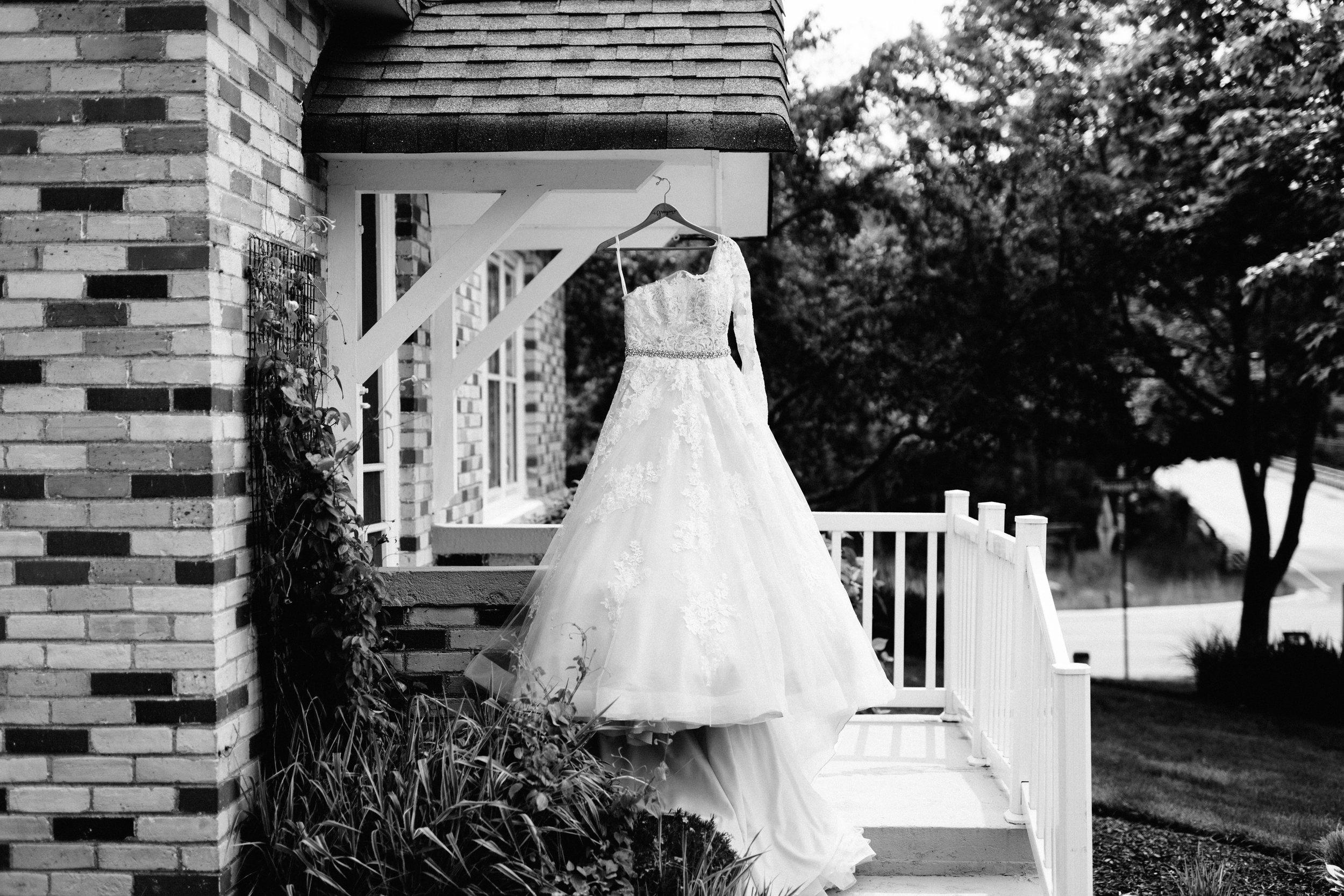 GRAYCENTOMHAMILTON-GRAND-RAPIDS-WEDDING-PHOTOGRAPHY-01.jpg