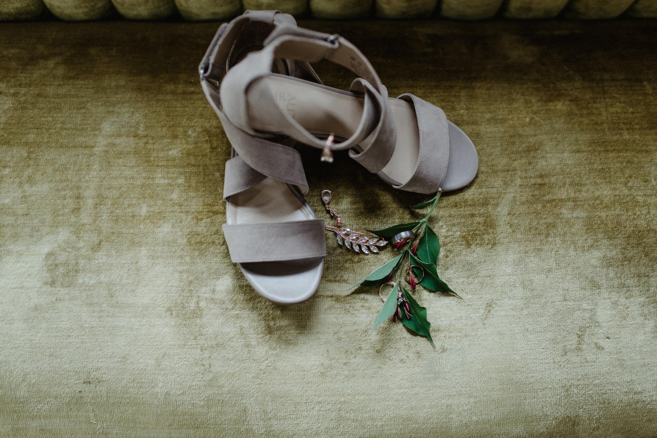 GRAYCENTOMHAMILTON-GRAND-RAPIDS-WEDDING-PHOTOGRAPHY-04.jpg