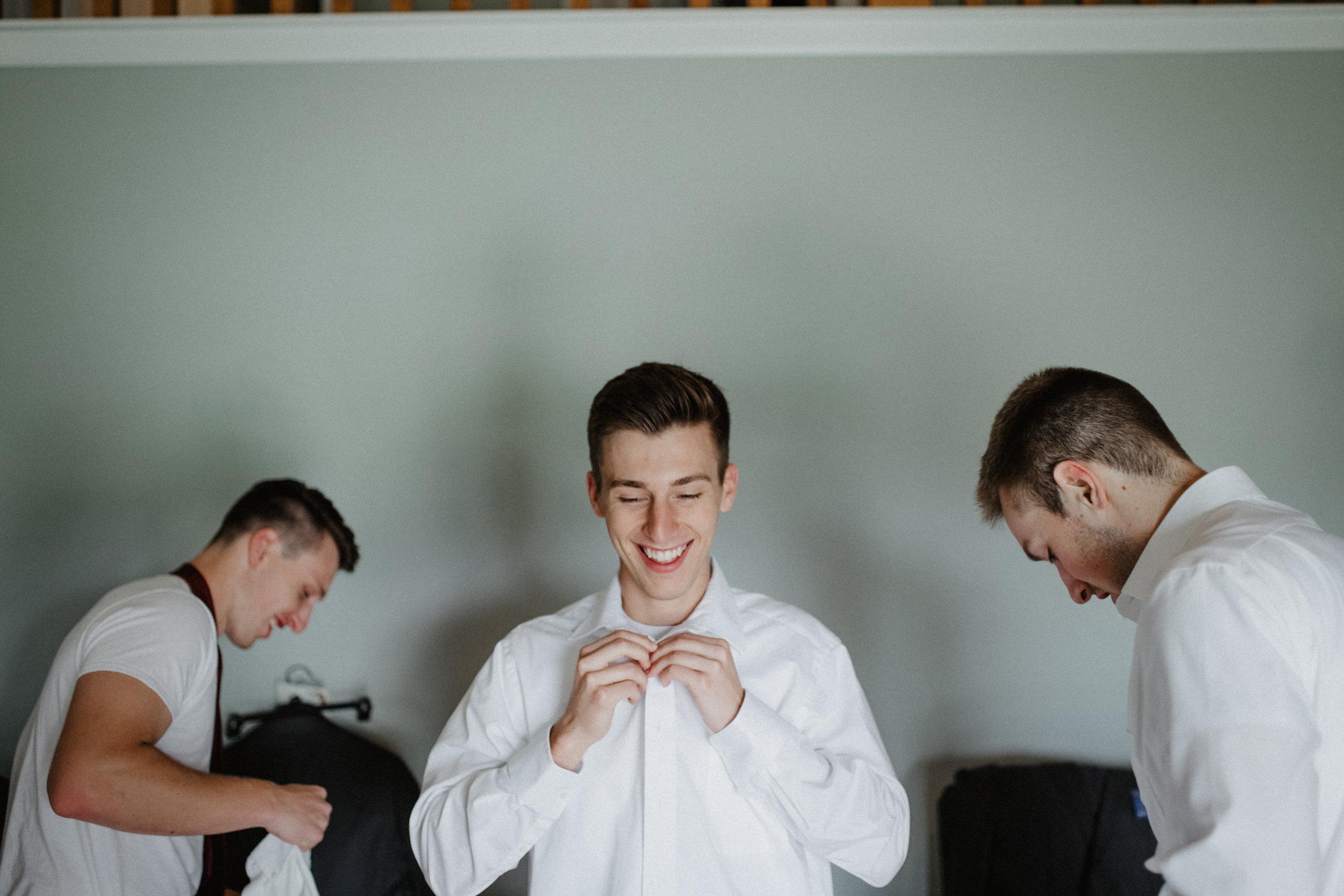 GRAYCENTOMHAMILTON-GRAND-RAPIDS-WEDDING-PHOTOGRAPHY-06.jpg