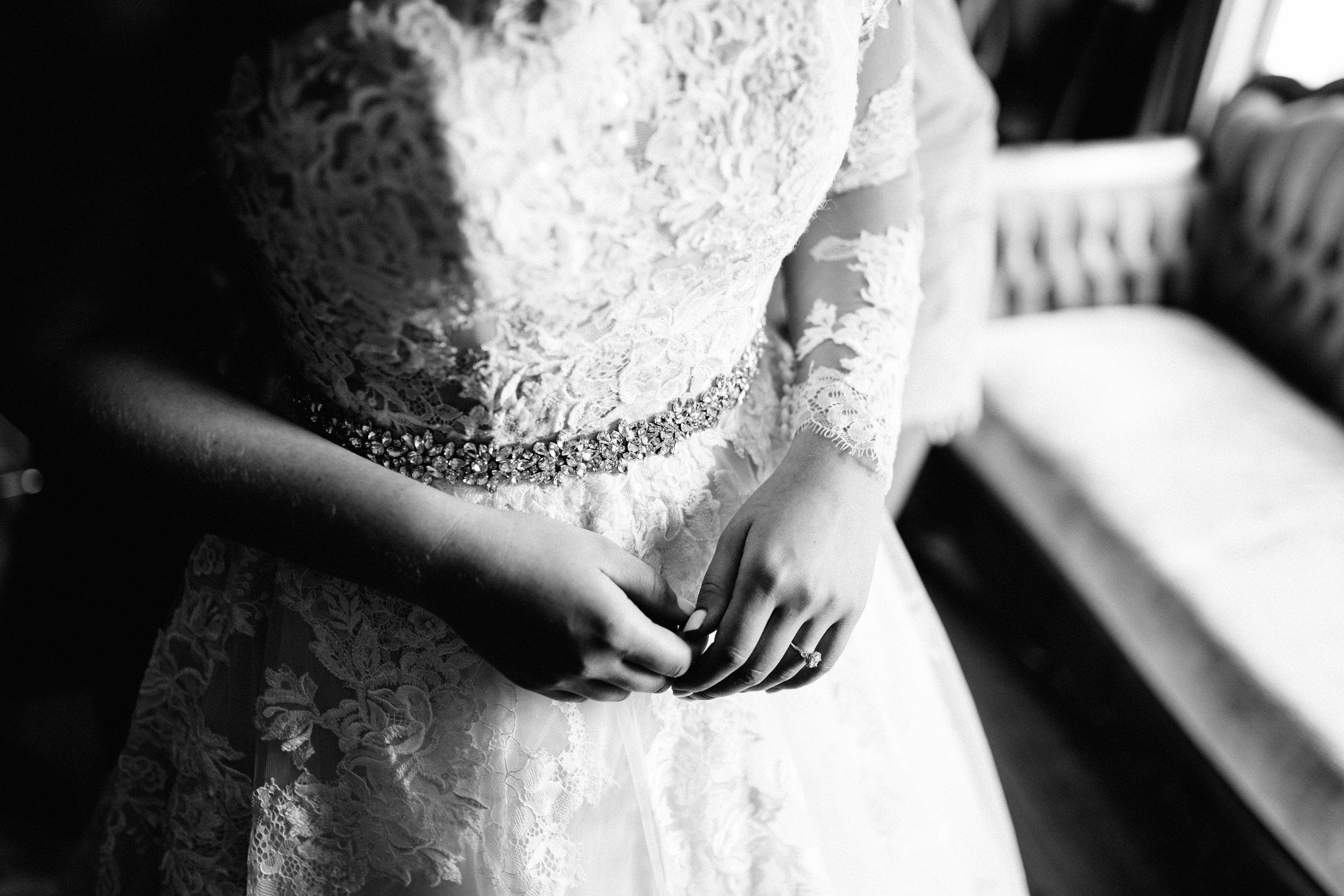 GRAYCENTOMHAMILTON-GRAND-RAPIDS-WEDDING-PHOTOGRAPHY-09.jpg