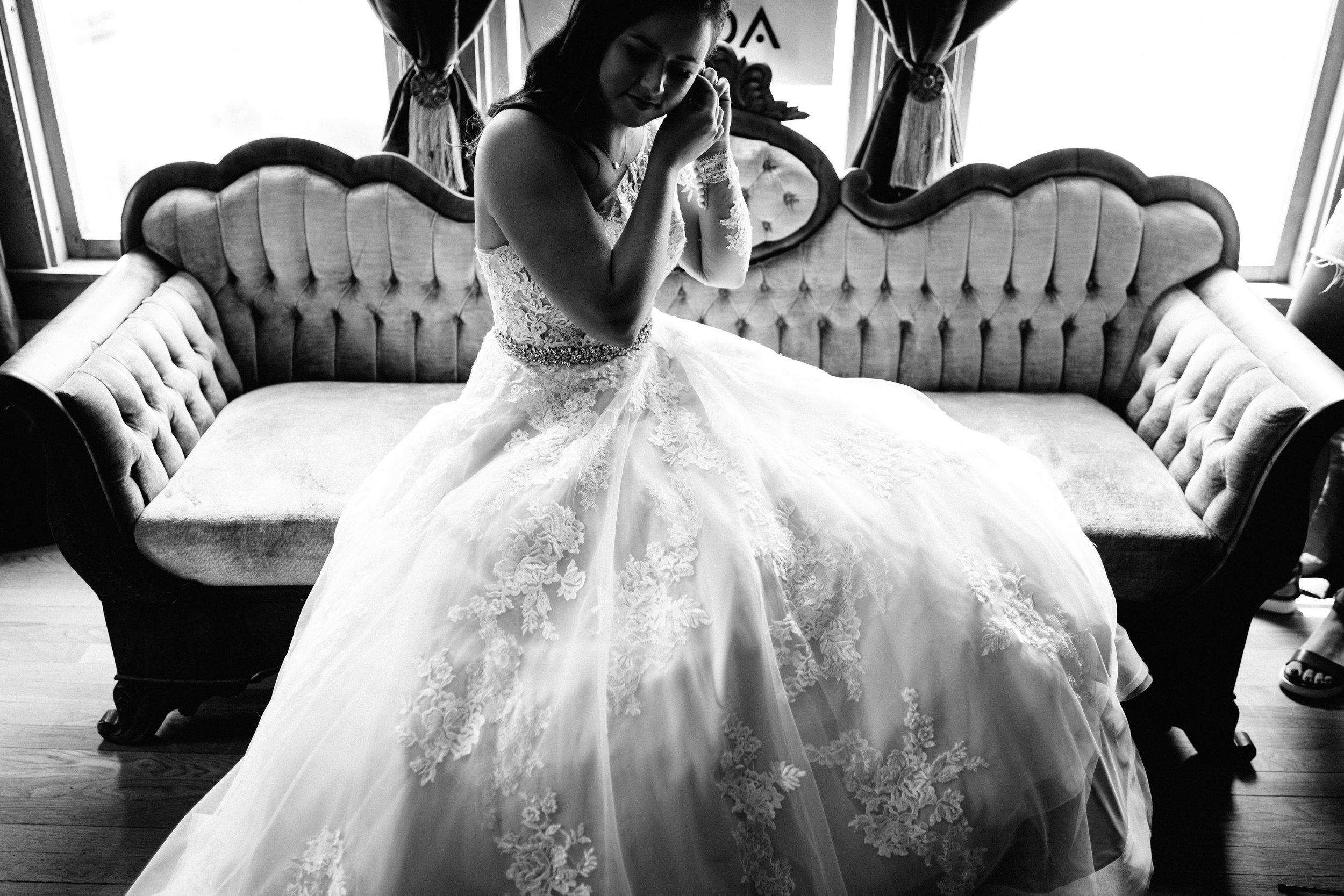 GRAYCENTOMHAMILTON-GRAND-RAPIDS-WEDDING-PHOTOGRAPHY-12.jpg