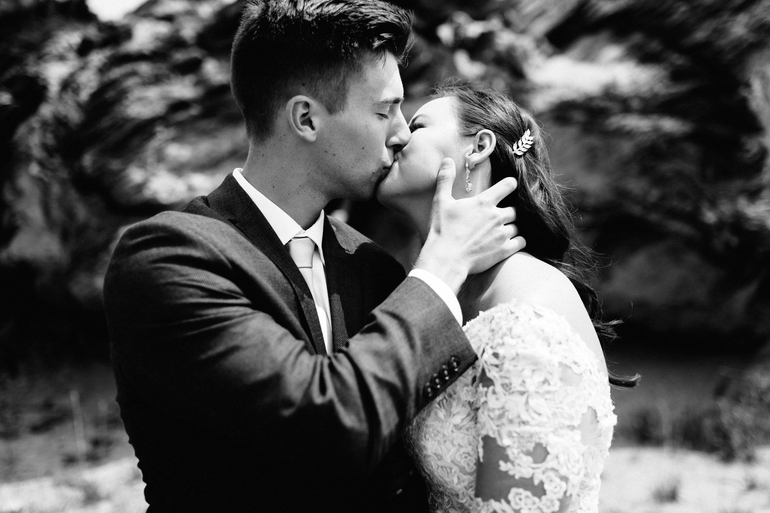 GRAYCENTOMHAMILTON-GRAND-RAPIDS-WEDDING-PHOTOGRAPHY-23.jpg