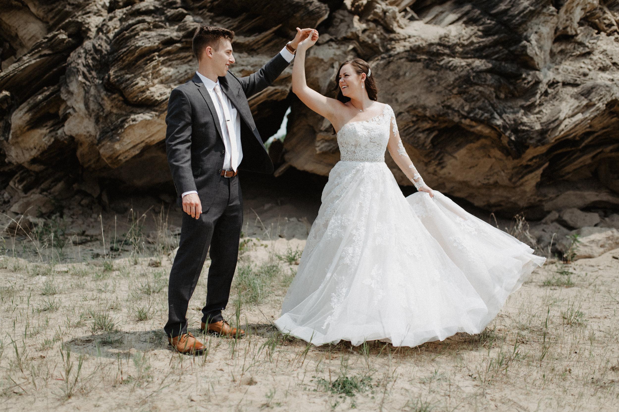GRAYCENTOMHAMILTON-GRAND-RAPIDS-WEDDING-PHOTOGRAPHY-24.jpg
