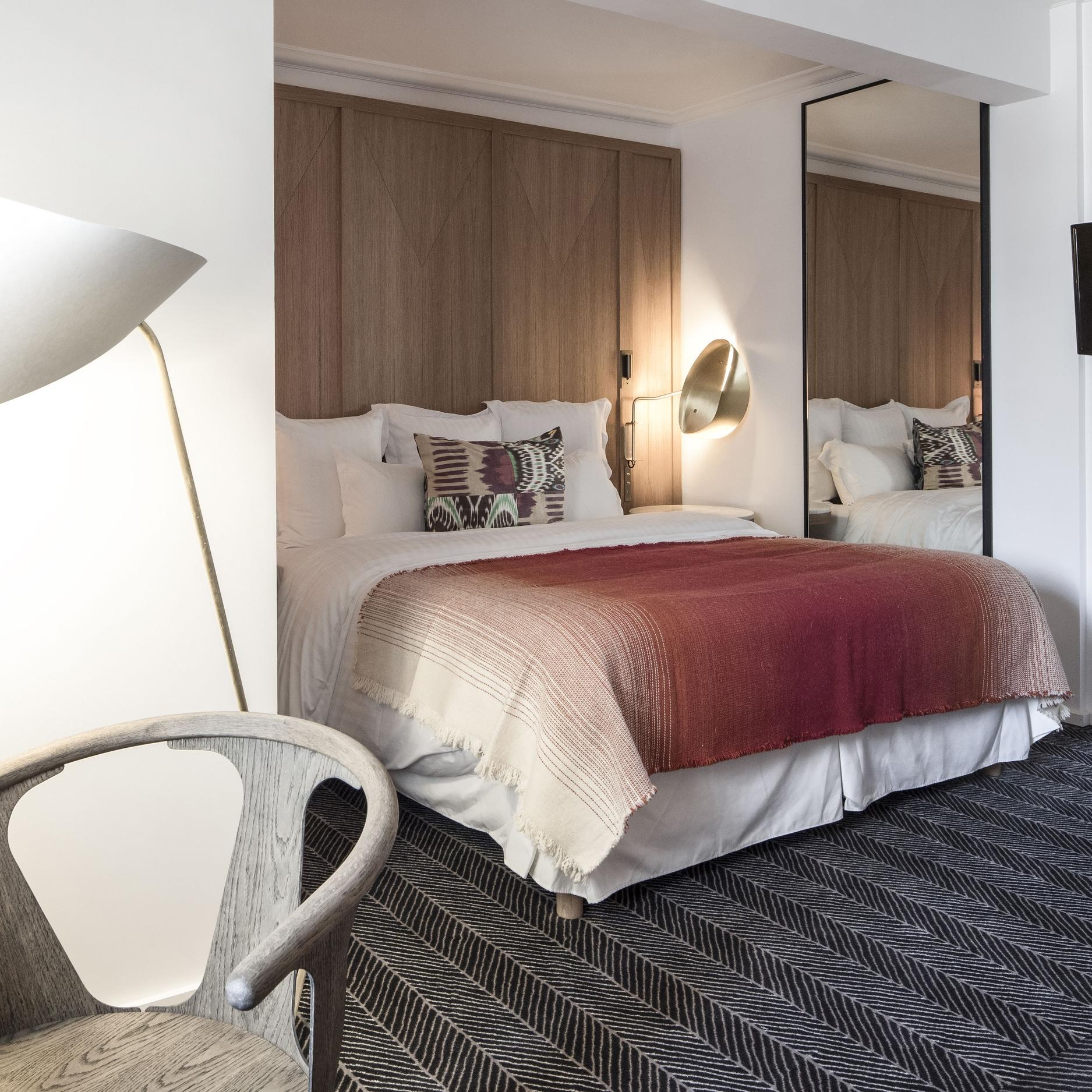 hotel-vernet-superior-room-R-r-2.jpg