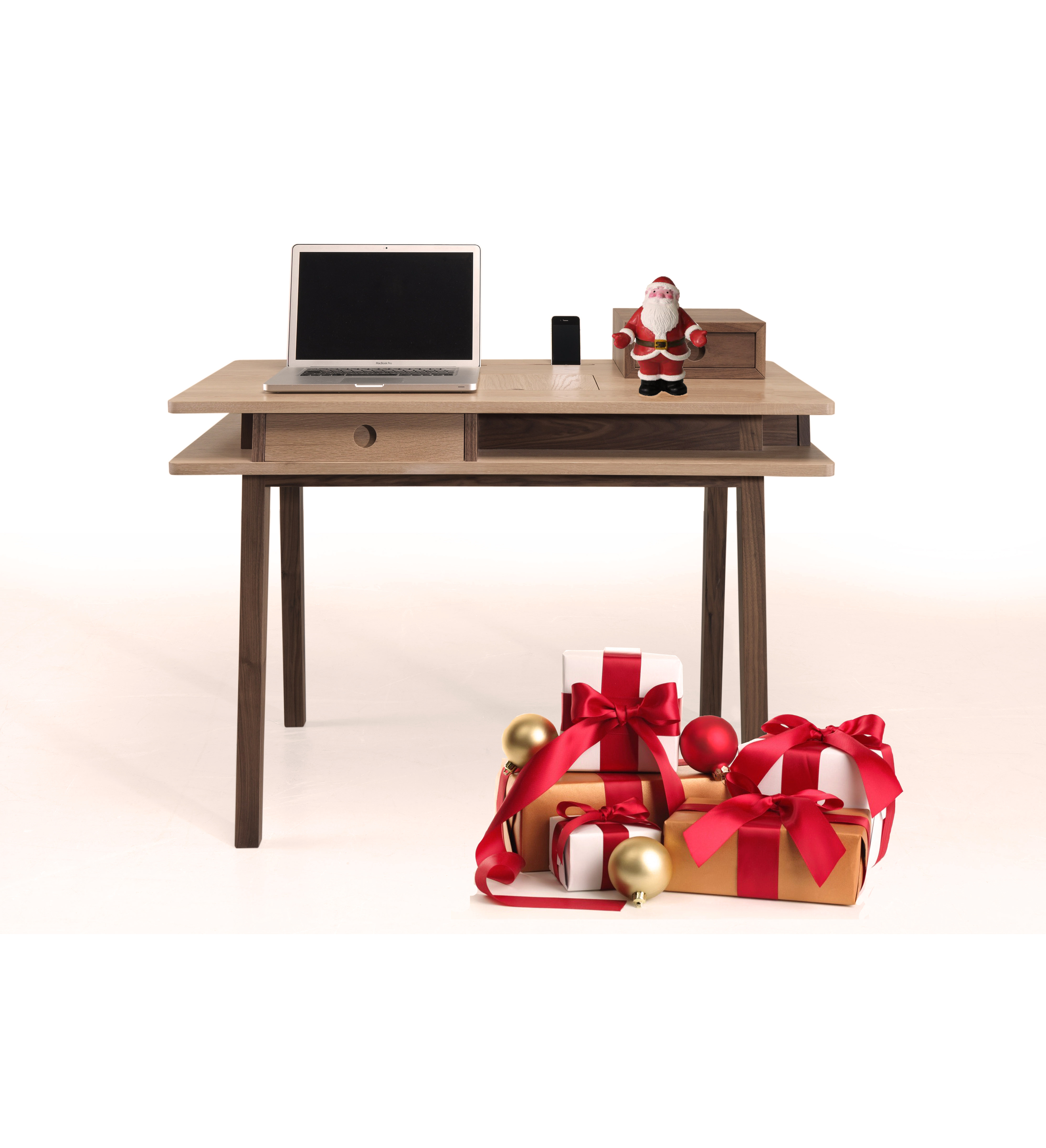Surprise your room with a multifunctional piece to store the most treasured possessions. LEI is the perfect addition to your room, can be used as a computer desk or as a dressing table.