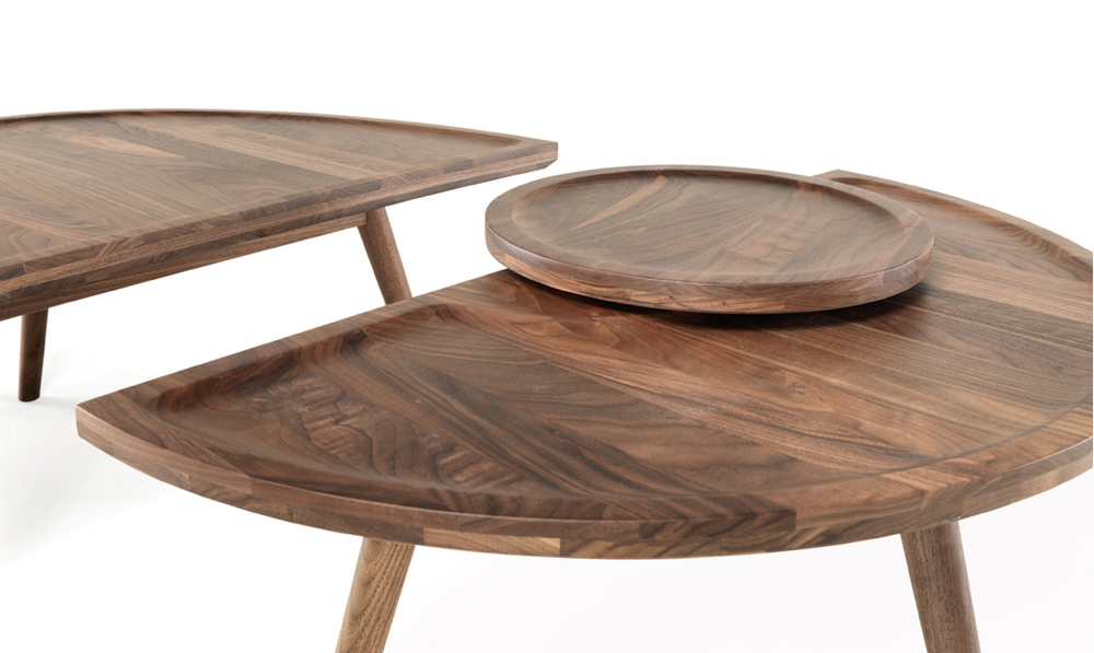 Colombo  is an innovative table that can be used as a coffee table or as a side table when you separate it.