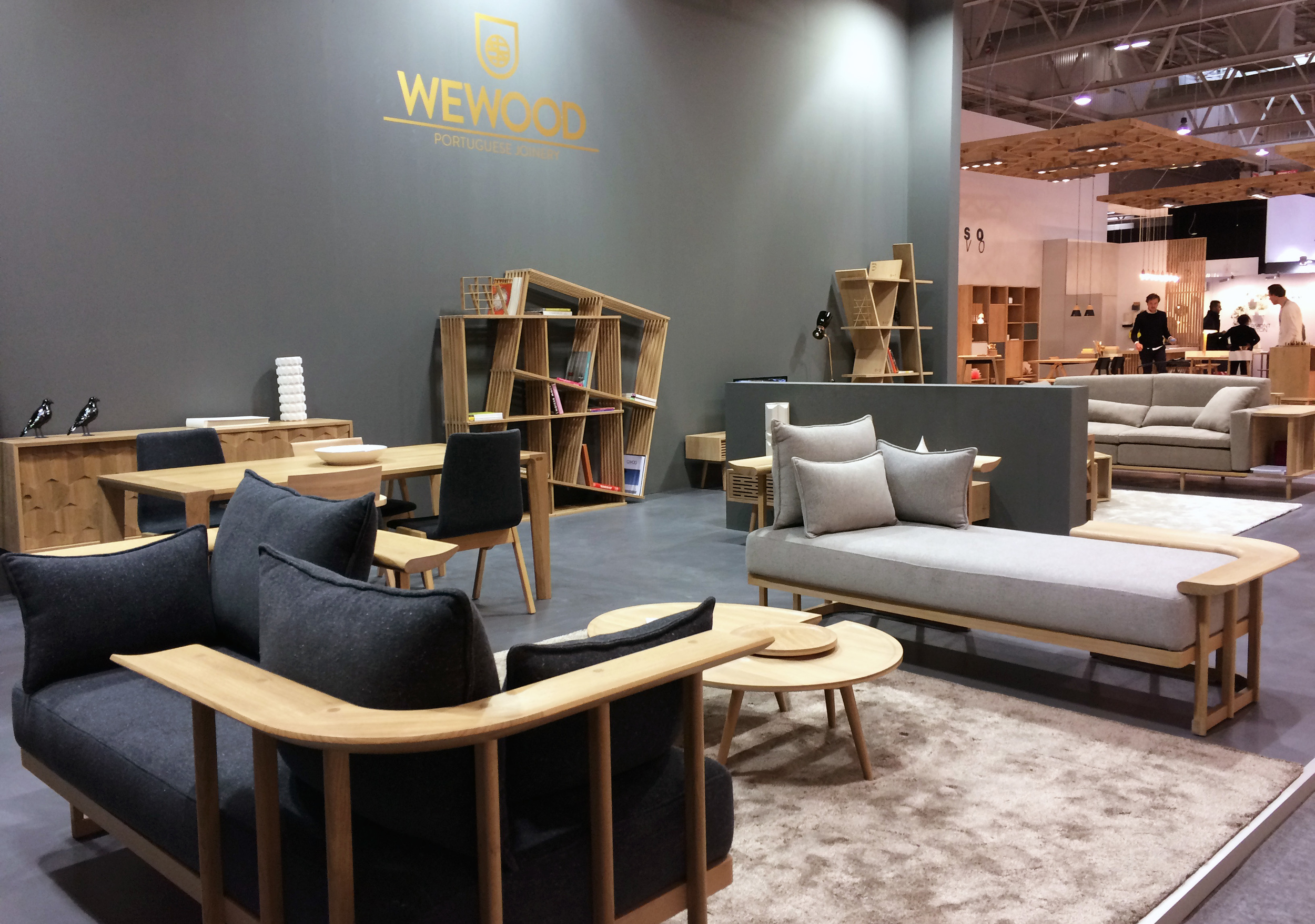 Established in 2012,  WEWOOD  elevates the  high-end joinery  by producing s uperb solid wood furniture  that promotes portuguese culture and design.