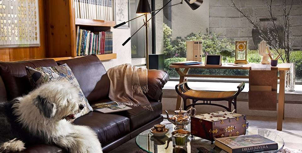 BOLSA DESK  Create an original workspace with Bolsa desk which offers a sleek and clean look.