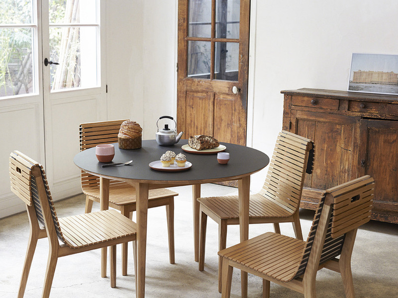 MARKET  chair is a creative wooden chair with a unique design. Its slatted wood roll cork in the back make it easy for folding and cleaning.