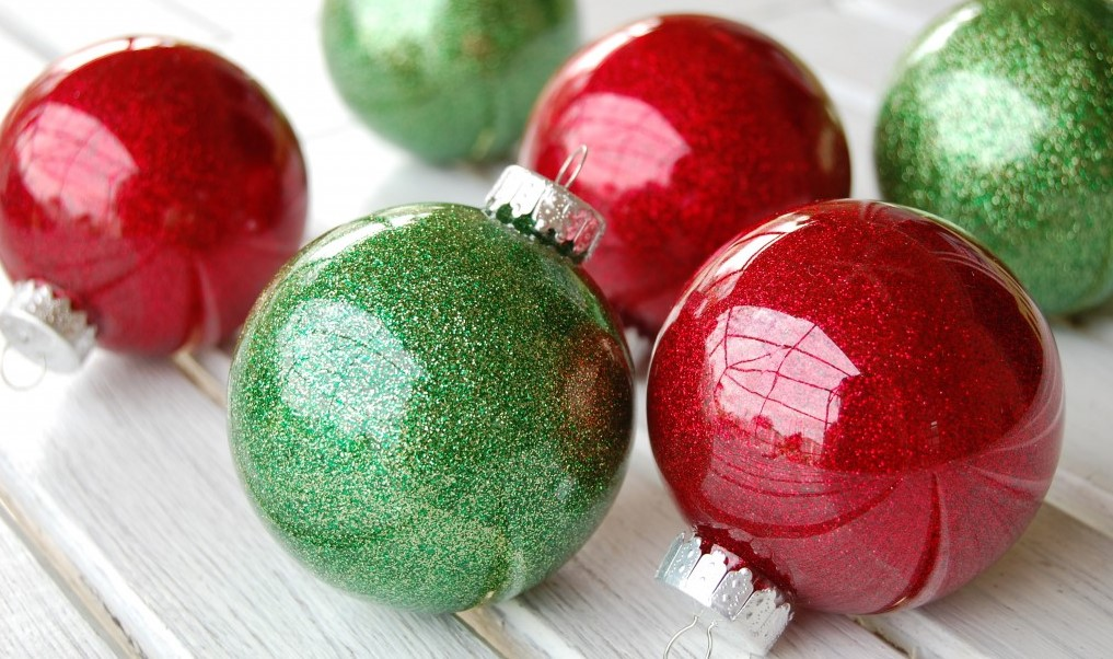 glitter-ornaments-with-clear-plastic-bulbs-1024x680.jpg
